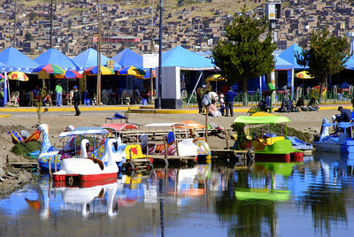 Down at the port of Puno there were paddle boats, many restaurants and a fleet of tourist boats waiting to take people to the islands. In the background you can see the town of Puno.