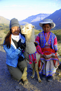 Pam making friends with a llama and a little girl. Trust me, the girl was armed and Pam forked over a couple of soles for the photo. Stay tuned for the next update which will highlight Cuzco, the Sacred Valley and some ruins, hmmm, what were they called? Oh yeh ... Machu Picchu!