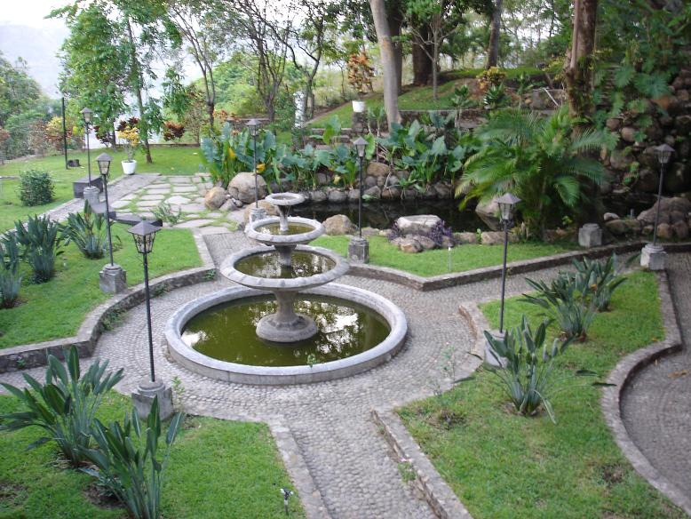 We took a trip to Suchitoto and visited the Alexander Coto museum. Alexander gives the tours himself. There is a large collection of art, mainly from Central America and extraordinary gardens on the property.